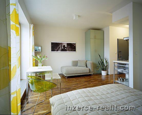 Praha, zařízený byt k pronájmu 1+kk (30m2), ulice Holečkova, Košíře, úklid, parkování