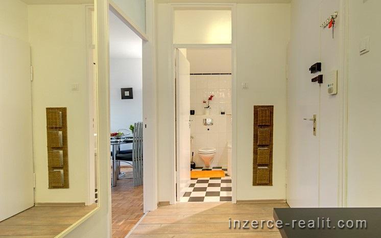Pronájem bytu 2 + 1, Vršní, Praha 8