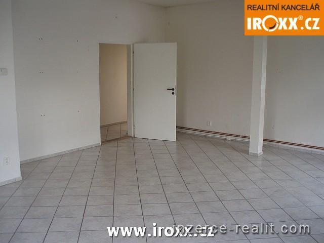 Pronájem obchodního prostoru, kanceláře 51m2 v centru Otrokovic