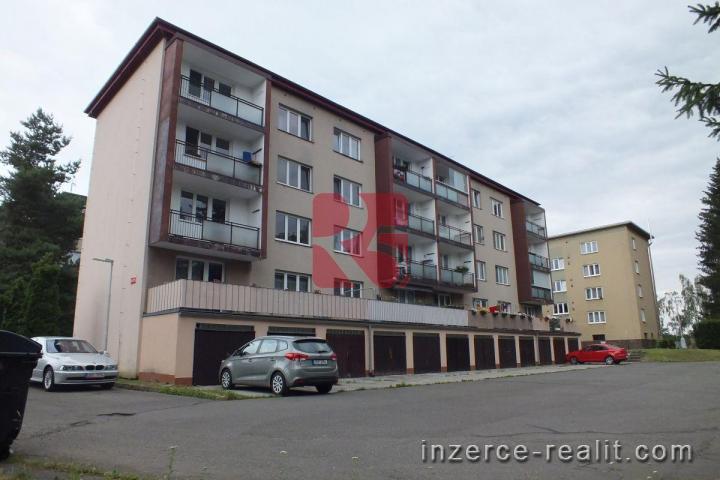 Prodej bytu 3+1, 77m2 s balkónem a garáží, OV, cihla, Kamenice u Prahy, lze HY/O