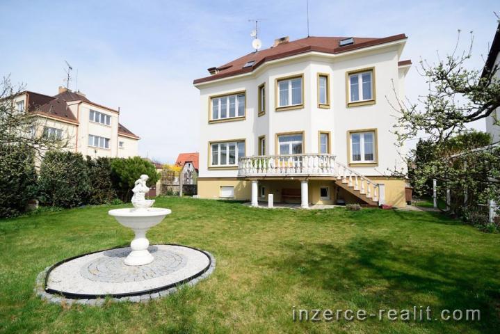 Prodej reprezentativní vily, 418 m2, město Písek - ulice Roháčova, pozemek 952 m2