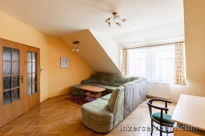 Pronájem Praha 2, velmi hezký byt 5+1, zařízený, 2 koupelny, 107 m, vhodný pro spolubydlení až 6 oso