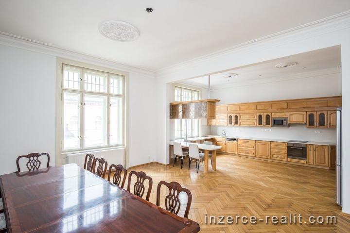 Luxusní, prostorný, nezařízený byt 5+1 (200 m2), pronájem, Praha 1 - Staré Město, Široká, výtah, sau