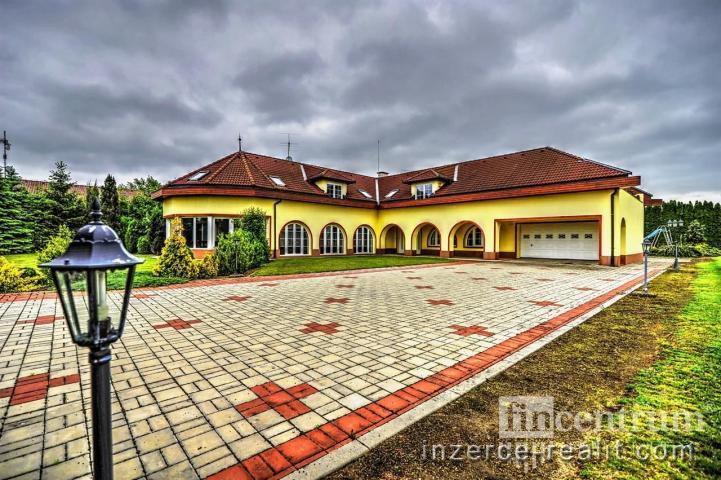 Prodej vily 680 m2, Dušníky
