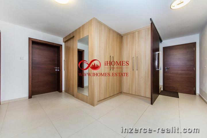 Prodám Luxusní vilu z cihly s pevným betonovým základem s garáží a vnitřním bazénem v lokalitě Praha