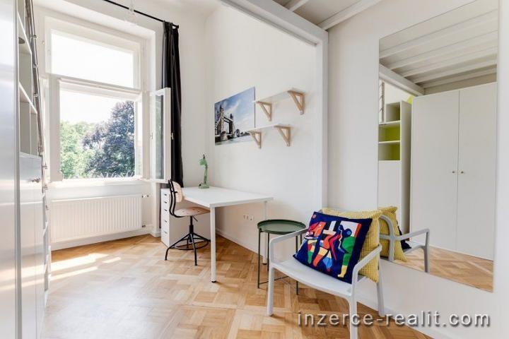 Rezidenční bydlení, pronájem krásného pokoje 10m2 po rekonstrukci, ulice nám.Kinských, Praha 5