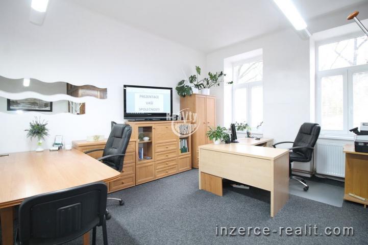 Pronájem zařízené kanceláře s vlastním sociálním zařízením a kuchyní na Štefánikově nám. v Jihlavě