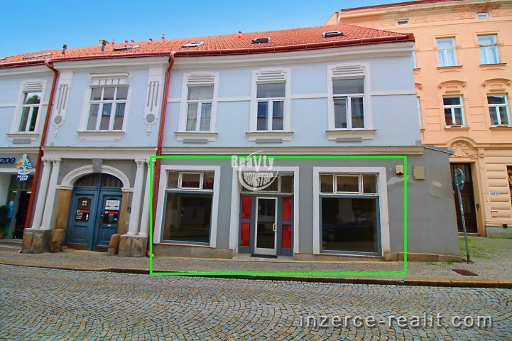 Nabízíme k pronájmu obchodní prostor na frekventovaném místě, ulice Komenského, Jihlava