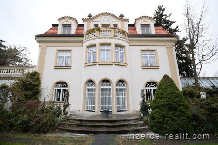 Praha, krásný luxusní byt ve vilovém domě k pronájmu Dejvice, ulice Na Míčánce, 198m2, 5+1, balkon