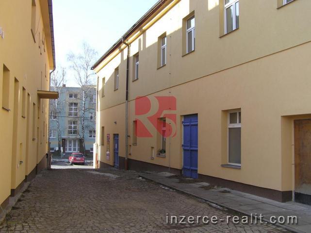 Pronájem bytu 2+ kk, 50 m2, v nově zrekonstruovaném domě v centru města Dobříš