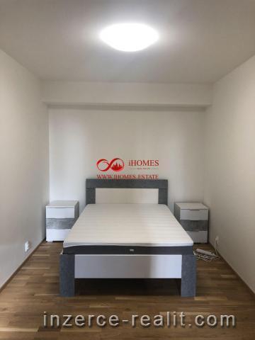 Nabízíme Vám k prodeji bytovy dům, který ma v každém patře samostatnou bytovou jednotku. Celkem 4 by