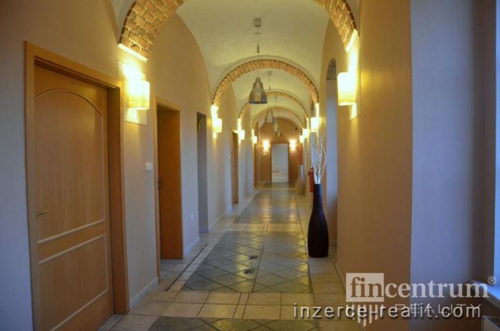Pronájem obchodního prostoru 36 m2 Pod Koželuhy, Jičín Nové Město