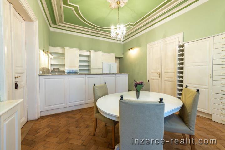 Praha, pronájem, luxusní zařízený byt k pronájmu 6+1 (230m2), ulice Plaská, Smíchov, 3x balkon
