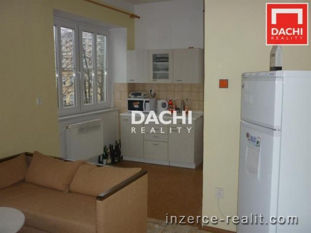 Pronájem nezařízeného cihlového bytu 3+1 v rodinném domě, 83m, Olomouc, ulice Hálkova