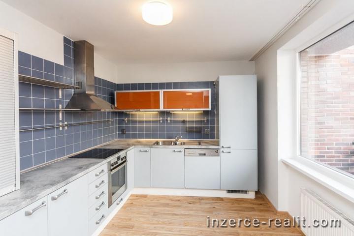 Prodej Praha 6 - Dejvice, řadový rodinný dům, 7+kk, 215 m2, garáž, žádaná lokalita