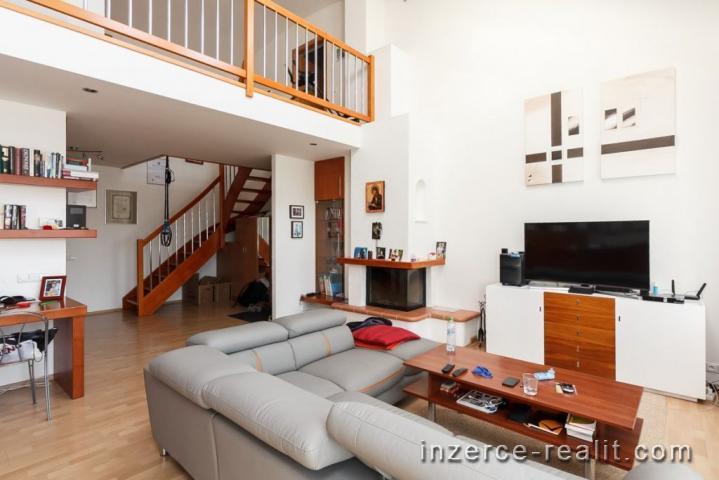 Praha, pronájem, moderní zařízený mezonet 5+1, 170m2, terasa, sauna, 2x koupelna, Černochova ulice,