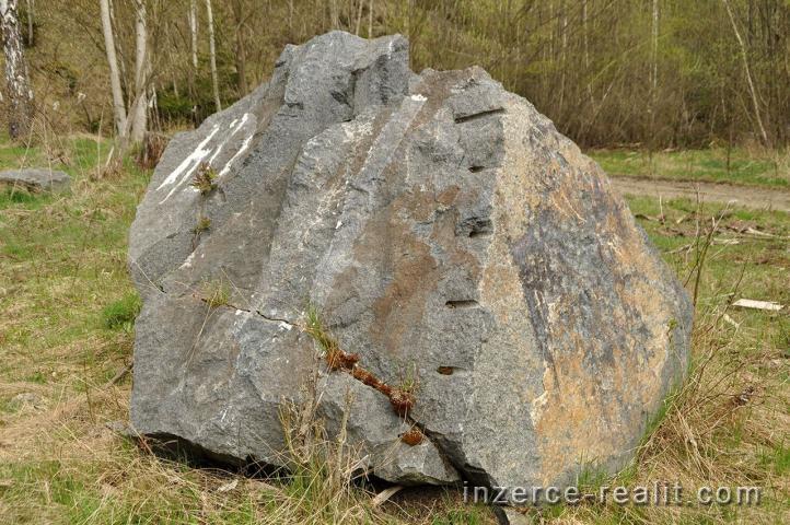 Mimořádná nabídka prodeje kamenolomu s výškovickým syenitem, Výškovice u Michalových Hor