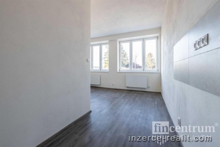 Prodej činžovního domu 2088 m2, Strašice