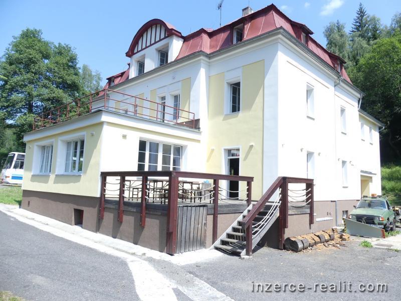 Penzion/apartmánový dům s restaurací a barem jen 8