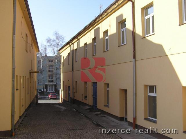 Pronájem bytu 2+ kk, 62 m2, v nově zrekonstruovaném domě v centru města Dobříš