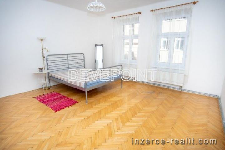 Nabízíme pronájem bytu 3+1 v cihlovém domě v centru Olomouce na ul