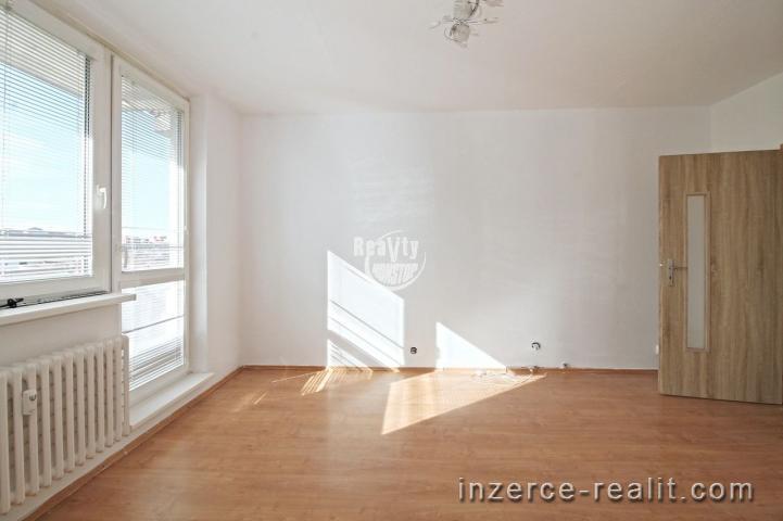 Nabízíme k pronájmu zrekonstruovaný byt 3+1 v Jihlavě, ulice Jarní