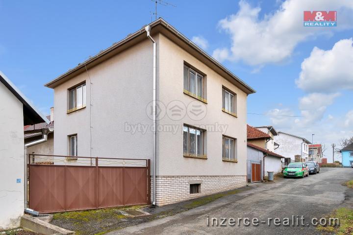 Prodej, rodinný dům 6+2, 1156 m2, Hněvkovice
