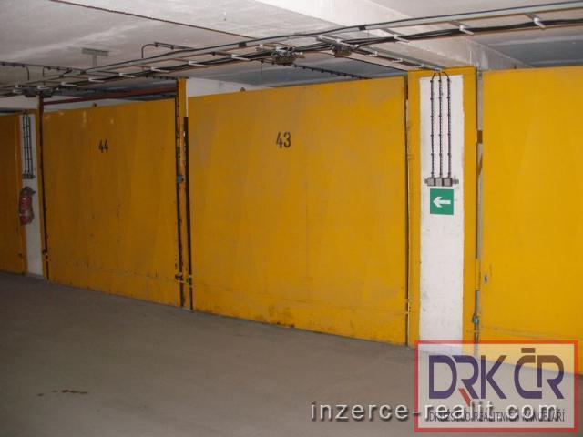 RCZ_Samostatné zděné garáže, 20m2, 2700 Kč, v Praze 6 - Řepích II, neplatíte provizi.
