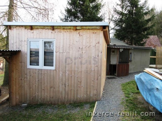 Chata s mobilheimem, 443 m2, v chatové oblasti u Mšeckých Žehrovic