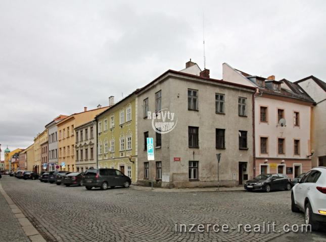 Exkluzivní prodej částečně podsklepeného rodinného domu v historickém centru Jihlavy