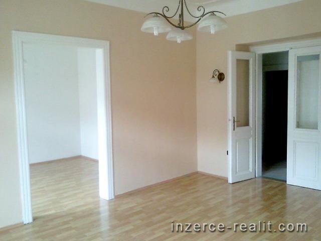 K pronájmu světlý nezařízený byt 2+1 s balkonem, (70m2) ulice Jaselská, Praha 6