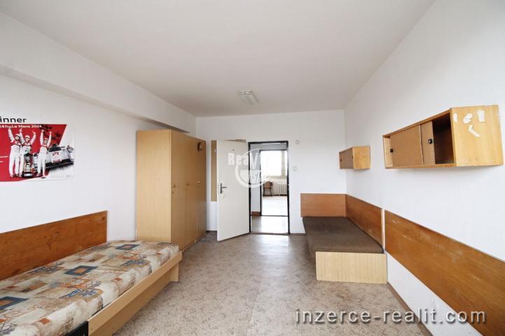 Nabízíme k pronájmu ubytovací zařízení ve výškové budově umístěné v Jiráskově ulici v Jihlavě