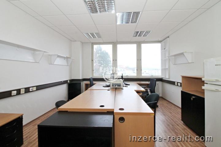 Nabízíme k pronájmu reprezentativní kancelářské prostory s možností parkování u centra města Jihlavy