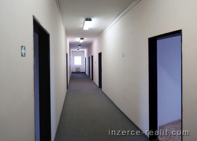 Světlé kanceláře 220 m2, 1.patro, Praha 10 Hostivař