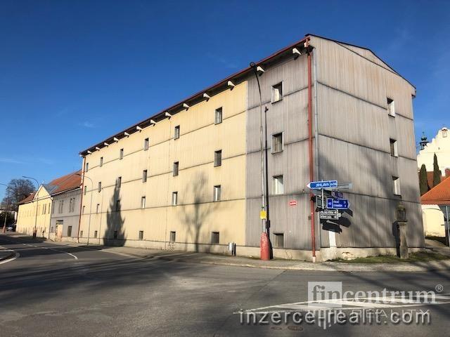 Pronájem skladového prostoru 300 m2 Dr. Richtra, Třešť