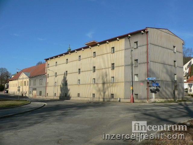 Pronájem obchodního prostoru 300 m2 Dr. Richtra, Třešť