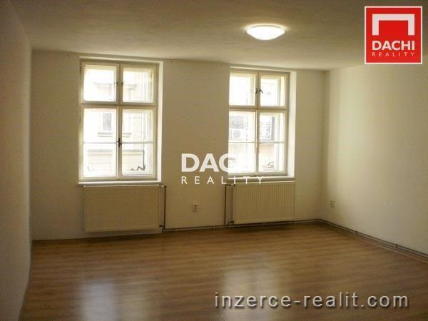Pronájem nezařízeného cihlového bytu 1+1, 33 m, Olomouc ulice Riegrova