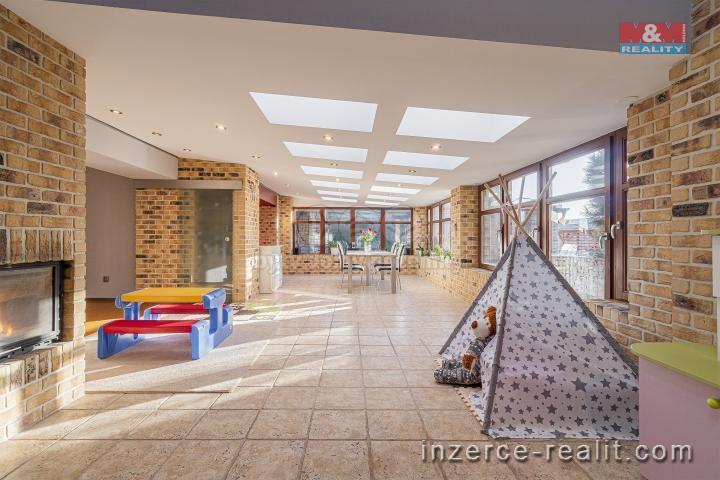 Prodej, vila, 1228 m2, Staré Hradiště