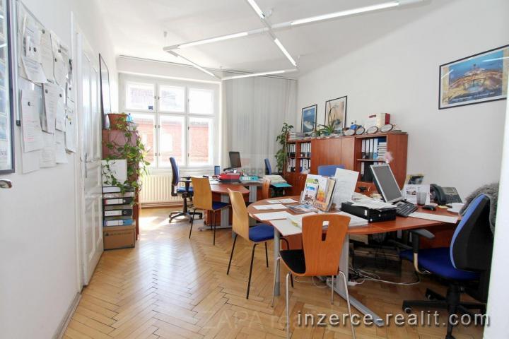 Pronájem čtyř kanceláří Praha 10 Vinohrady, zařízeno nábytkem