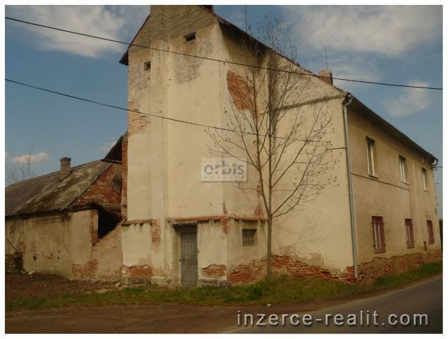 Zemědělská usedlost 3653 m2, Oráčov