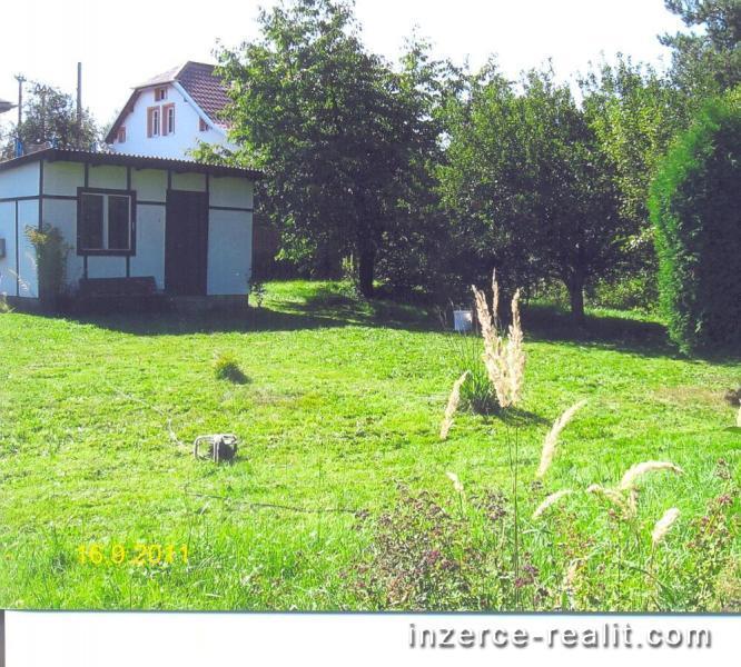 Pronajmu zahradu s chatkou v Třemošné.