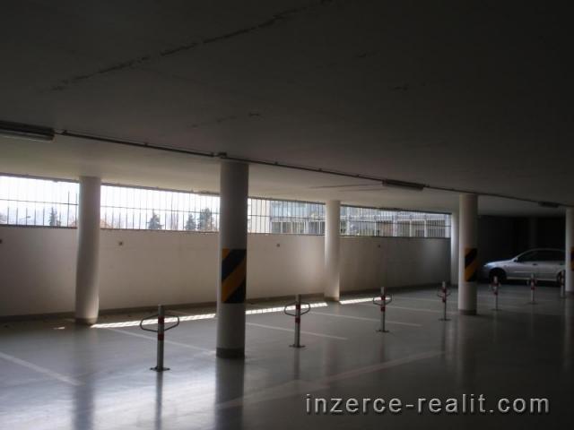 Pronájem garážového stání Praha, Michle za 1500 Kč