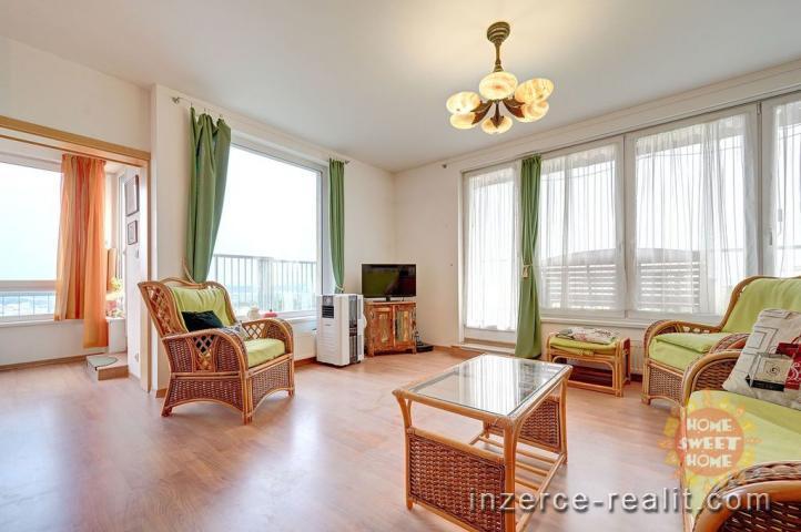Světlý prostorný byt o dispozici 4+kk a celkové užitné ploše 123m2 s terasou + 2x parkovací stání.