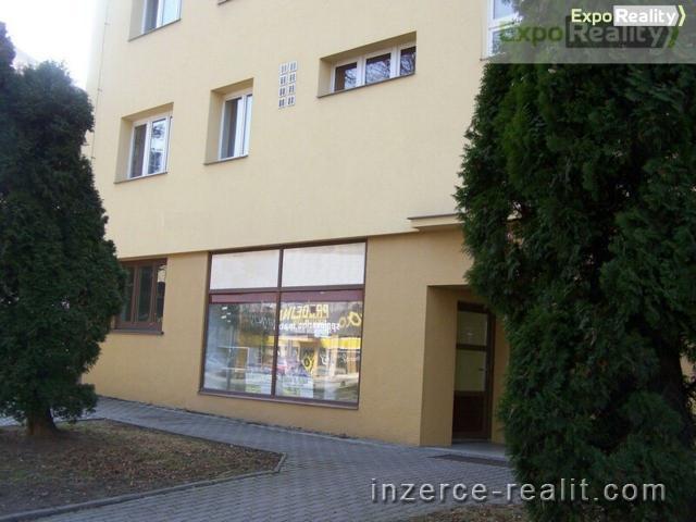 Pronájem komerčních prostor s výlohou, 40 m2, s parkováním, blízko centra Zlín
