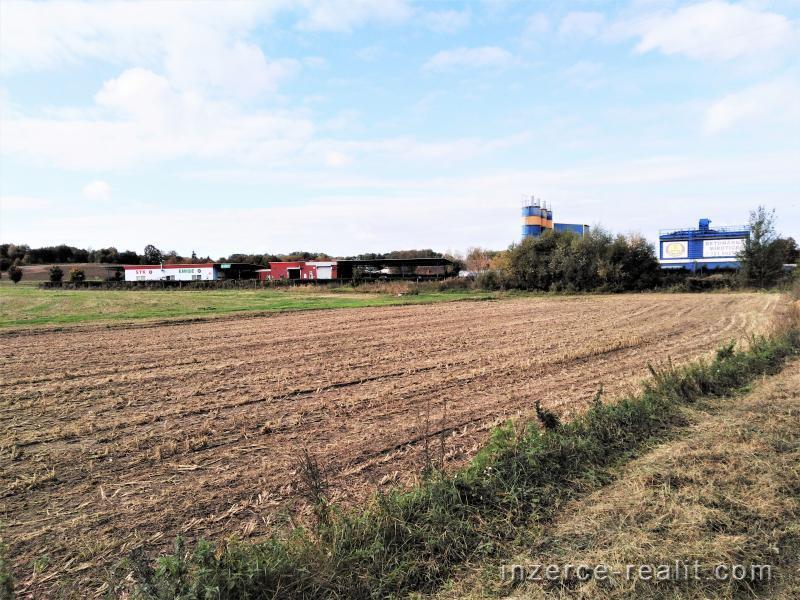 Prodej komerčního pozemku 4746 m2
