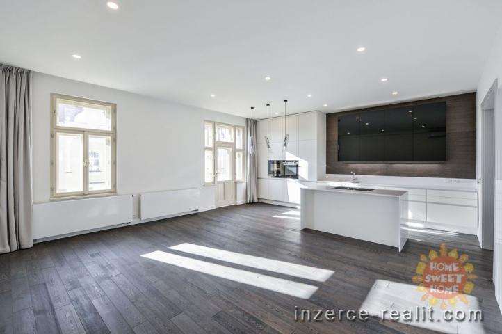 Praha, pronájem, luxusní nezařízený byt 4kk (163m2), balkón (2m2), 2x koupelna, Laubova-Vinohrady