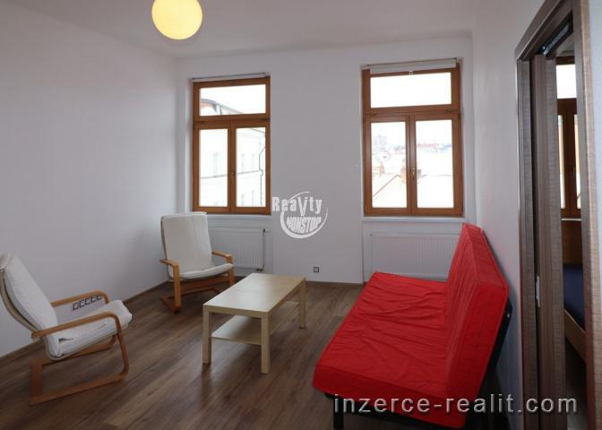 Nabízíme k pronájmu zděný zrekonstruovaný byt 2+1 v centru města Jihlavy, ulice Palackého