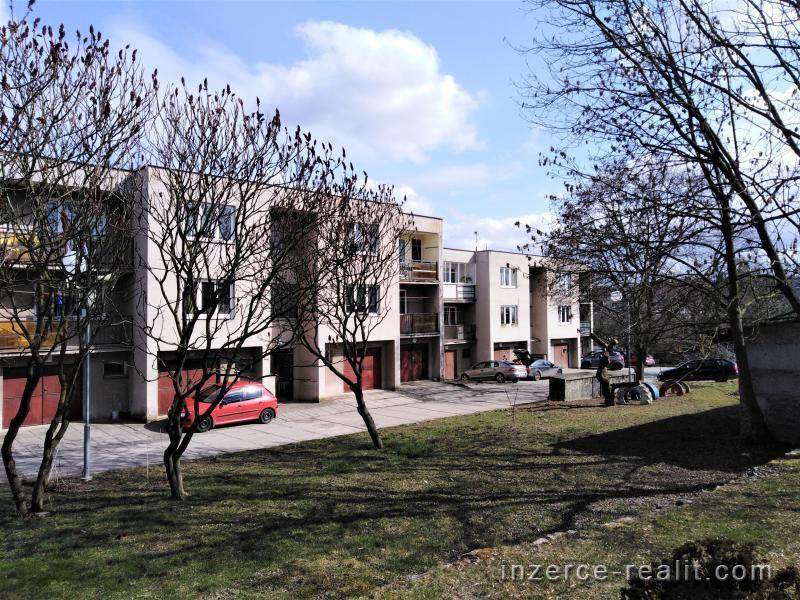 Prodej bytu 3+1+L 79m2 a garáž 14m2 ve Vraném.